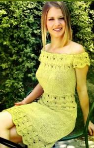 Вязаное платье с ажурным узором
