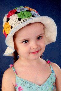 Шляпка с цветами  для девочки  3-4 года (вязание крючком)