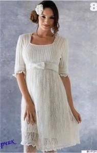 Летнее белое платье с фантазийным рисунком (Вязание на спицах и крючком)