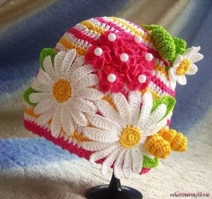 Шапочки Цветочные полянки (Вязание крючком)