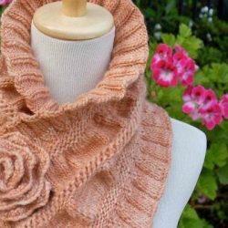 Красивый шарф-воротник с розой (Вязание спицами)