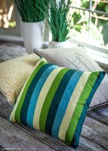 Чехлы из шелковых лент на диванные подушки (Шитье и крой)