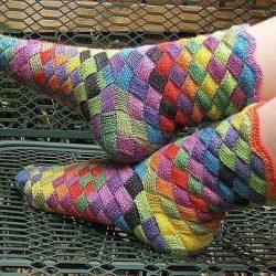 Вязаные носки в стиле «энтерлак» (Вязание спицами)