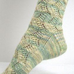 Ажурные носки «Spring Forward» (Вязание спицами)