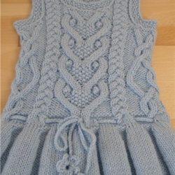 Теплый сарафан со складками для девочки (Вязание спицами)