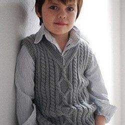 Жилетик для мальчика на любой возраст (Вязание спицами)