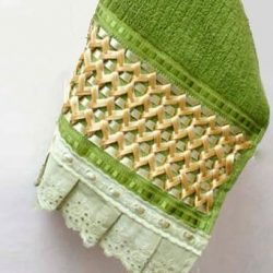 Украшаем полотенце вышивкой из лент