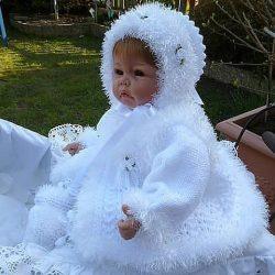 Шапочка, пинетки и пальтишко для малышки (Вязание спицами)