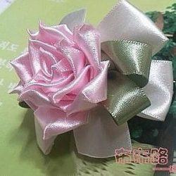 Роза из атласной ленты