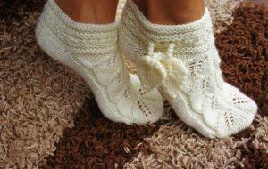 Вяжем ажурные тапочки носочки (Вязание спицами)