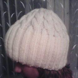 Вяжем классическую вязаную шапочку с косами и двойным отворотом (Вязание спицами)