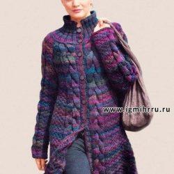 Расклешенное меланжевое пальто с косами (Вязание спицами)