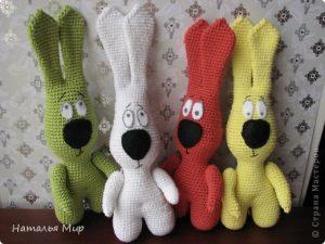 Забавные вязаные зайцы (Вязаные игрушки)