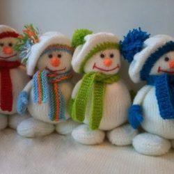 Снеговички, вязанные спицами. Мастер-класс (Вязаные игрушки)