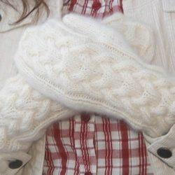 Белые варежки  (Вязание спицами)
