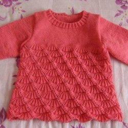 Пуловер для девочки с узором «ракушки»  (Вязание спицами)