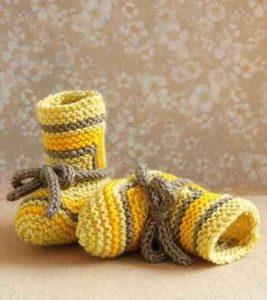 Яркие полосатые пинетки-ботинки (Вязание спицами)