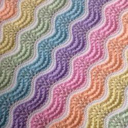 Красивый разноцветный волнистый узор (УЗОРЫ СПИЦАМИ)