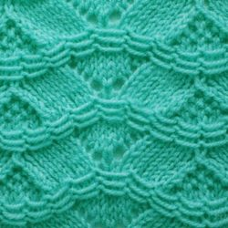 Красивый узор для пуловера (УЗОРЫ СПИЦАМИ)