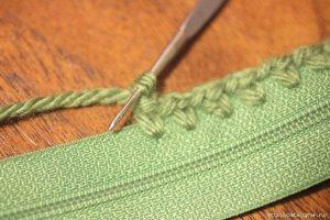 Как вшить молнию в вязаное полотно ( Уроки и МК по ВЯЗАНИЮ)