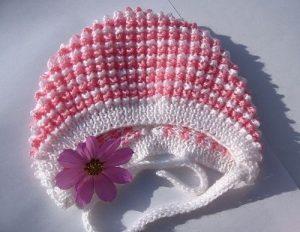 Нарядный тёплый чепчик для девочки (Вязание спицами)