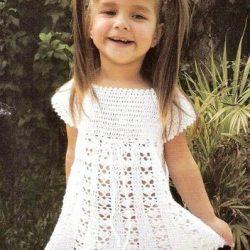 Простое платье крючком для девочки 2 лет (Вязание крючком)