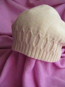 Простая шапка спицами для женщин с описанием (Вязание спицами)