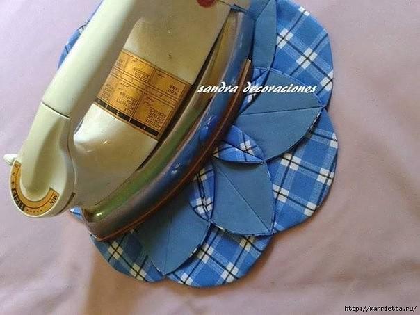 Сшить подушку из остатков ткани.