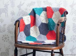 Разноцветный плед крючком шестиугольными мотивами (Вязание для дома)