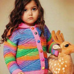 Радужная кофточка для девочки с необычным узором (Вязание спицами)