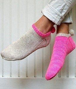 Носочки с помпонами, мастер класс (Вязание спицами)
