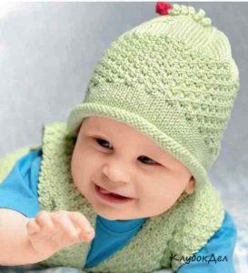 Шапочка для младенца связана на чулочных спицах теплая и удобная (Вязание спицами)