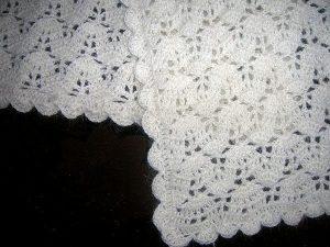 Белый ажурный палантин (Вязание крючком)