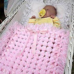 Плед из помпонов для малыша