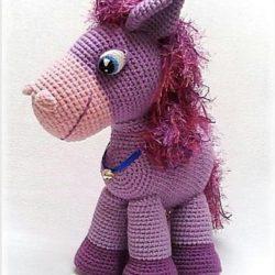 Очень симпатичный сиреневый пони крючком (Вязаные игрушки)