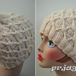 Теплая шапка «Плетенка» с большим помпоном на макушке (Вязание спицами)