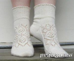 Вязаные носки с красивым орнаментом (Вязание спицами)