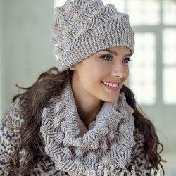 Комплект шапка и снуд красивым узором (Вязание спицами)