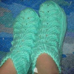 Оригинальные носочки с листочками (Вязание спицами)