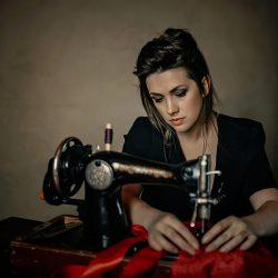 90% мастериц неправильно заправляют нитки в швейную машину! (Шитье и крой)