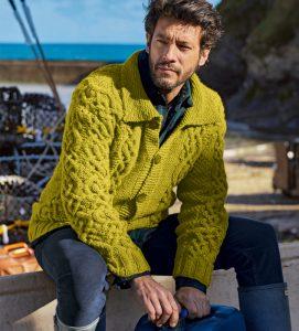 Мужской жакет с плетеным узором (Вязание спицами)