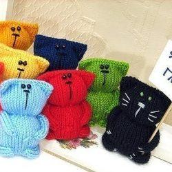 Разноцветные котики, которые сможет связать даже начинающая мастерица (Вязаные игрушки)