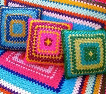 Интересные подушки из квадратных мотивов (Вязание крючком)