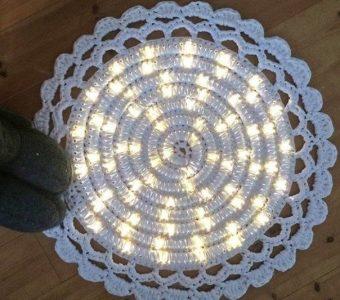 Такой круглый коврик украсит прихожую, гостиную или спальню (Вязание крючком)