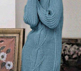 Теплое платье украшенное вертикальным рисунком крупной фактуры (Вязание спицами)